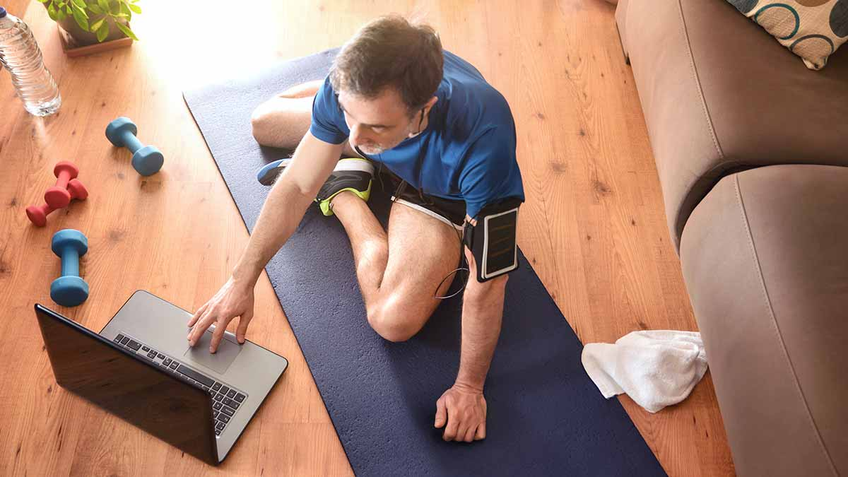 Man virtually working out from home